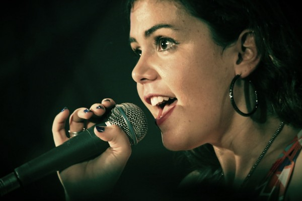 ehrenfelder-musikschule-köln-gesangsunterricht mädchen mit Ohrringen