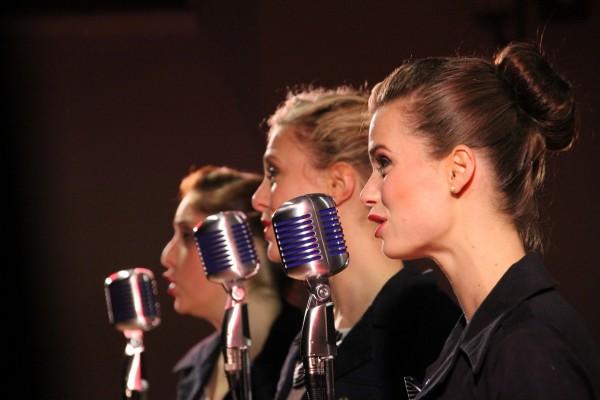 ehrenfelder-musikschule-köln-gesangsunterricht Frauen mit retro mikros